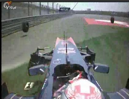 Niesamowity wypadek Buemiego - GP Chin 2010